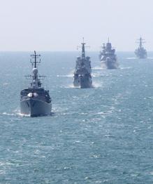 НАТО бряцает оружием у границ России
