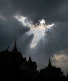Нам не дано понять, что это мы зрим в небесах — божественное явление, природный феномен или перформанс Великого Художника.