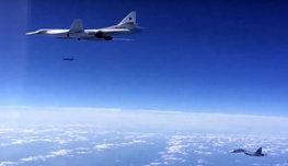 Российский бомбардировщик  Су-24 , выполнявший боевую задачу по борьбе с террористами, был сбит в небе над Сирией турецкими ВВС. Штурмана удалось спасти, но один пилот погиб. Мы скорбим, но не забудем и не простим!