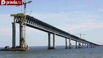 Турецкий теплоход врезался в мост в Крым