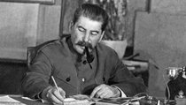 """""""Сталин был вынужден взять на себя управление армией"""""""
