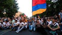 """Протесты в Ереване: """"самоотверженное самоубийство"""""""