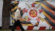 История России: Лабутены против кирзовых сапог героев Отечества