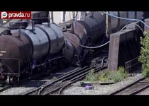 Поезд с химикатами рухнул с моста