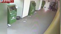 Изобретательный мигрант пытался взломать два банкомата в один день