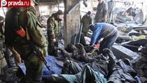 """Украинские пленные убирают трупы """"киборгов"""" в аэропорту Донецка"""