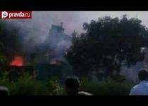 В Индонезии самолет рухнул на жилые дома
