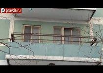 Мать с ребенком пыталась прыгнуть с балкона