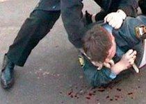 Полицейский открыл огонь в метро по хулиганам
