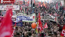 Олланд залил бунтующий Париж слезоточивым газом