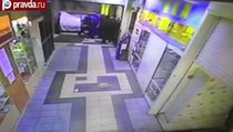 Преступники в Москве за минуту вынесли банкомат с 9 000 000 рублей