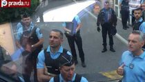 Полиция Франции взяла в осаду автобус с российскими фанатами