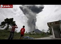 Индонезийцы бегут от вулкана