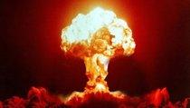 """""""Холодная война началась с """"синдрома ядерной бомбы"""""""