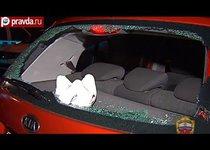 Хулиган разбил битой машину на третьем транспортном