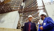 Строитель в России — больше, чем строитель?