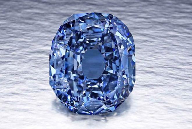 Известен случай, когда был продан один из наиболее дорогих бриллиантов в мире. Им стал голубой бриллиант Виттельсбах-Графф, который был продан 10 декабря 2008 года за $ 24 300 000.