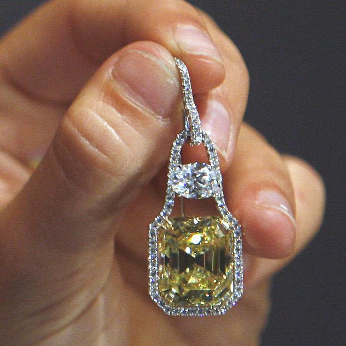 Таким образом история бриллиантов и алмазов, насчитывает тысячи лет. Однако по-прежнему бриллианты привлекают миллионы людей своей магической красотой. Источник:http://brilliant.golden-dio.ru/