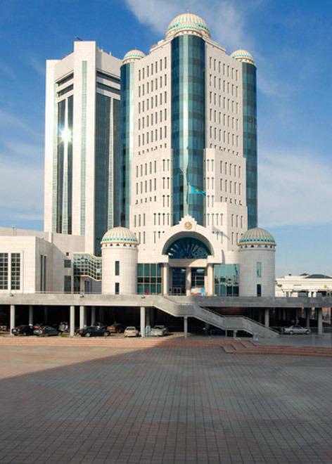 6 мая 1998 года Указом Президента Казахстана, «учитывая ходатайства местных исполнительных и представительных органов, пожелания общественности города Акмолы и на основании заключения Государственной ономастической комиссии при Правительстве Республики Казахстан», город Акмола был переименован в город Астана.